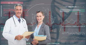 imagem 3D composta do retrato dos doutores masculinos e fêmeas com relatórios médicos imagens de stock royalty free