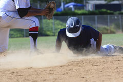 Imagem da ação do basebol - dirija deslizam primeiramente na base Foto de Stock Royalty Free