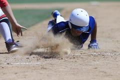 Imagem da ação do basebol - dirija deslizam primeiramente na base Fotografia de Stock Royalty Free