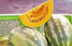 Imagem da abóbora ou da abóbora da polpa no corte do mercado para mostrar o frescor fotografia de stock