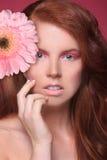 Imagem da beleza de uma mulher bonita e feliz Imagens de Stock