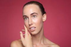Imagem da beleza de uma mulher bonita e feliz Imagens de Stock Royalty Free