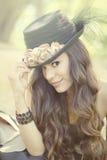 Imagem da beleza de uma mulher bonita e feliz Fotografia de Stock