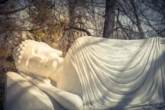 Imagem da Buda em seu nirvana de Parinibbana após a morte fotografia de stock