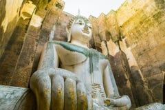 A imagem da Buda no templo de Wat Sri Chum em Sukhothai histórico Imagem de Stock