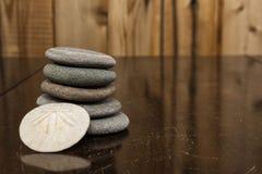 Imagem da cor de uma pilha de rochas de Granit e de uma areia Dollarll Imagem de Stock