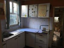 Imagem da cozinha assombrada abandonada imagens de stock