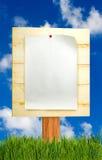 imagem da folha de papel na placa de madeira Fotografia de Stock Royalty Free