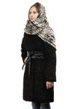 Imagem da jovem mulher no casaco de pele preto Fotografia de Stock Royalty Free