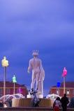 Imagem da noite de La Fontaine du Soleil foto de stock