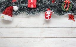 Imagem da opinião de tampo da mesa das decorações & do conceito do fundo do Feliz Natal dos ornamento Imagem de Stock Royalty Free