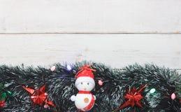 Imagem da opinião de tampo da mesa do fundo do Feliz Natal das decorações & do ano novo feliz Fotos de Stock