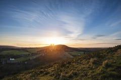 Imagem da paisagem de ruínas bonitas do castelo do conto de fadas durante o beaut Imagens de Stock Royalty Free