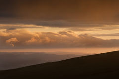 Imagem da paisagem do campo às montanhas Fotos de Stock