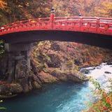 Imagem da paisagem da ponte de Shinkyo no outono em Nikko, Tochigi, imagens de stock