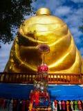 A imagem da parte traseira da estátua da Buda do ouro Fotos de Stock
