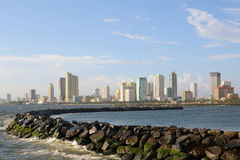 Tarde-cidade-skyline Fotos de Stock Royalty Free