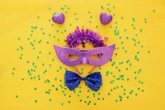 Imagem da vista superior do fundo venetian da máscara do disfarce Configuração lisa Conceito da celebração de Purim & x28; holida foto de stock royalty free