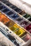 Imagem das cubetas e das escovas da pintura isoladas Fotos de Stock Royalty Free