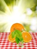 Imagem das laranjas na tabela fotos de stock royalty free