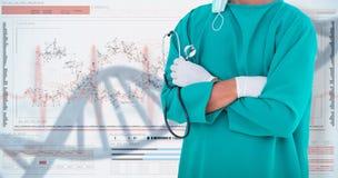 imagem 3DComposite da seção mestra dos braços eretos do cirurgião masculino cruzados fotos de stock royalty free