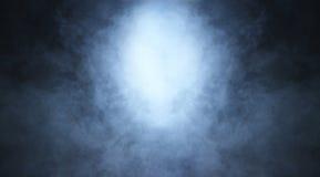 Imagem de Backgroung de um fumo e de uma luz azuis profundos fotografia de stock royalty free