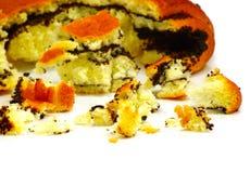 Imagem de bolos desintegrados em um fundo branco Imagens de Stock