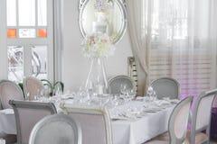 Imagem de flores bonitas na tabela do casamento Imagens de Stock Royalty Free