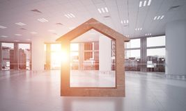 A imagem de fundo conceptual de home concreto assina dentro o interior moderno do escritório Fotografia de Stock Royalty Free