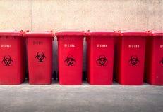 A imagem de fundo dos escaninhos de lixo da reciclagem Foto de Stock