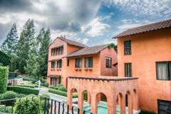 Imagem de HDR de apartamentos coloridos das construções em Tailândia Imagens de Stock Royalty Free