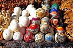 A imagem de Nelson Mandela na avestruz eggs diplay Fotos de Stock