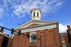 Imagem de primeiro Baptist Church, com céus azuis acima, Washington Street, Saratoga, New York, 2017 Fotos de Stock Royalty Free