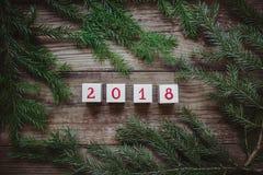 Imagem de ramos e de cubos da árvore de Natal com o número 2018 Imagem de Stock Royalty Free