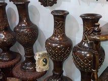 Imagem de surpresa do vaso de flores da cor da madeira imagem de stock royalty free