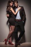 Imagem de um abraço elegante dos pares Fotos de Stock Royalty Free