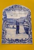 Imagem de um homem da pesca no painel das telhas foto de stock royalty free