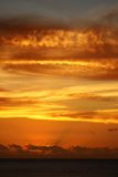 Por do sol tropical espectacular, Maurícia foto de stock