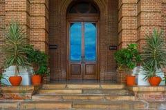 Imagem de uma porta de madeira fechado fotografia de stock