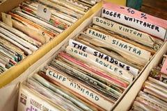 Imagem denominada retro das caixas com registros da plataforma giratória do vinil em um fl Imagem de Stock Royalty Free