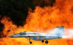 imagem do avião de combate militar no close-up do céu fotografia de stock royalty free