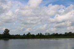 Imagem do céu para Sugar Land Memorial Park e o corredor do Rio Brazos imagem de stock