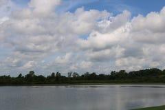 Imagem do céu para Sugar Land Memorial Park e o corredor do Rio Brazos imagens de stock