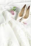 Imagem do casamento da noiva: vestido, sapatas e anéis Imagens de Stock Royalty Free