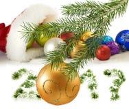 Imagem do chapéu de Santa Claus e de decorações vermelhos do Natal Imagem de Stock