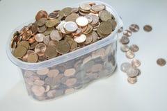 Imagem do close up de euro- moedas vermelhas sobre o fundo branco Não isola Fotos de Stock