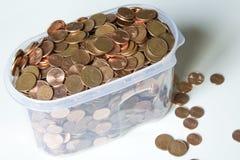 Imagem do close up de euro- moedas vermelhas sobre o fundo branco Não isola Fotografia de Stock