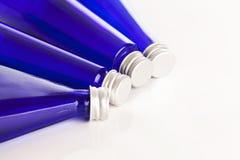 Imagem do close up de garrafas azuis Fotografia de Stock Royalty Free