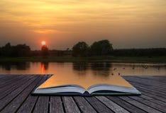 Imagem do conceito de Creatie do por do sol e do lago nas páginas Imagens de Stock