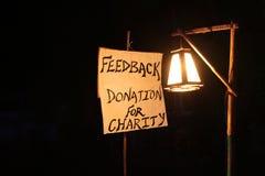 Imagem do conceito, palavra FEEDBACK na lona branca e polo com lâmpada da noite Imagens de Stock